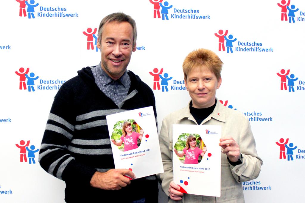 Der Kinderreport 2017 des Deutschen Kinderhilfswerkes wird von Thomas Krüger, Präsident des Deutsches Kinderhilfswerkes, und Petra Pau, Vizepräsidentin des Deutschen Bundestages, vorgestellt.