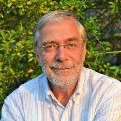 Das Deutsche Kinderhilfswerk hat das Bündnis Recht auf Spiel ins Leben gerufen, um dieses Kinderrecht zu stärken. Auch Prof. Dr. Gerald Hüther setzt sich für das freie Spiel von Kindern ein.