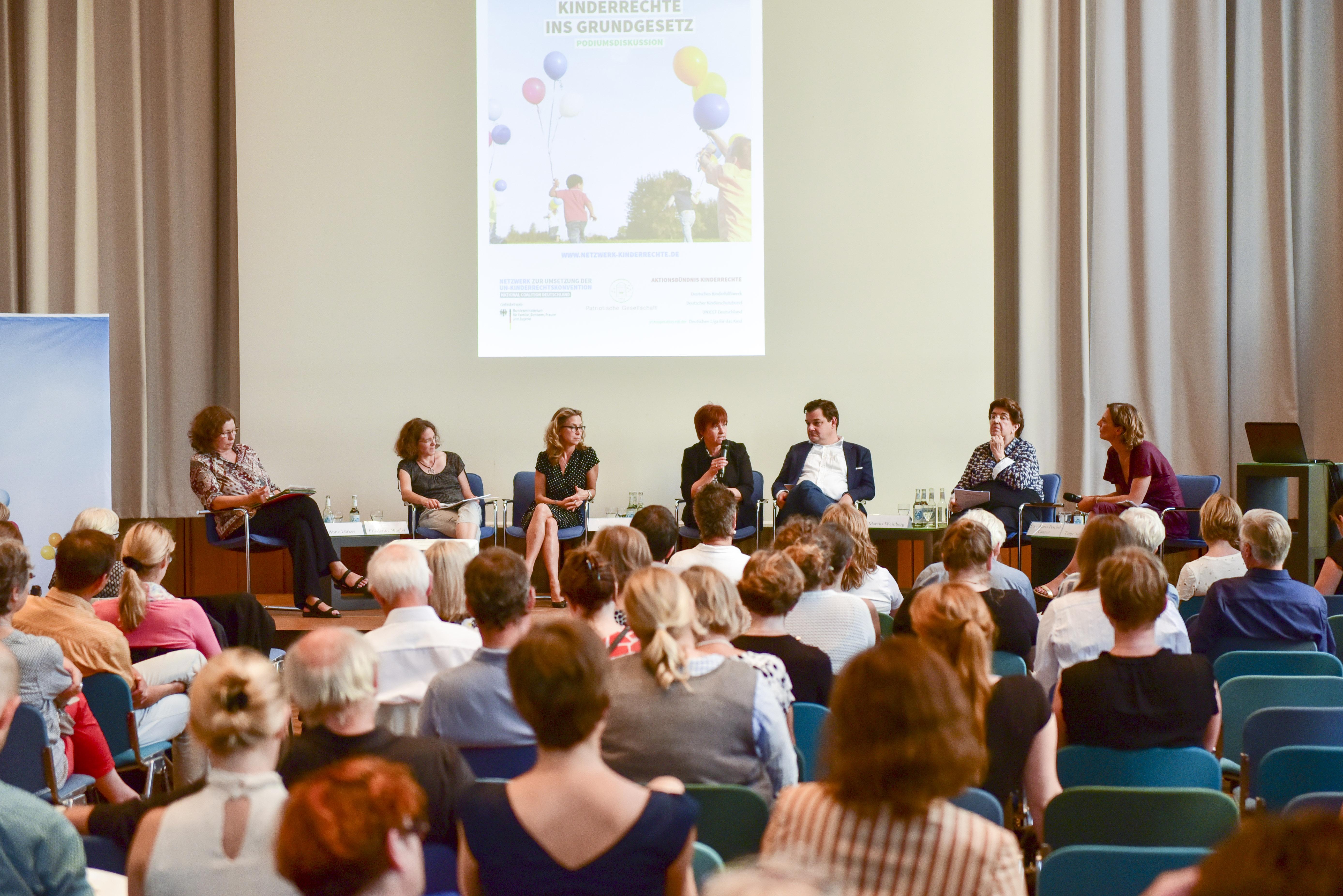 """Fachtagung """"Kinderrechte verwirklichen"""" der National Coalition Deutschland, des Aktionsbündnis´ Kinderrechte und der Patriotischen Gesellschaft zum Thema Kinderrechte ins Grundgesetz."""