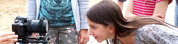 Im Internet findet viel statt: Jugendliche und auch Kinder verbirngen dort viel Zeit. Das birgt Chancen aber auch Risiken. Kinder brauchen Medienkompetenz. Das Deutsche Kinderhilfswerk fördert medienpädagogische Projekte.