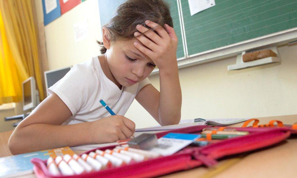 Bildung ist der Schlüssel für ein selbstbestimmtes Leben ohne Armut. Das Deutsche Kinderhilfswerk fördert Nachhilfe und eine gute Schulausstattung.