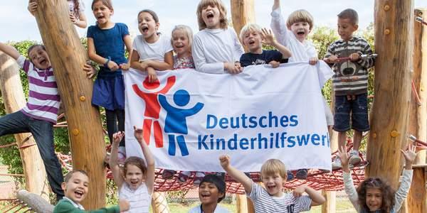 Mit dem BundesNetzwerk Kinder- und Jugendbeteiligung und dem Bündnis Recht auf Spiel hat das Deutsche Kinderhilfswerk zwei Bündnisse ins Leben gerufen, die sich für die Rechte der Kinder einsetzen.