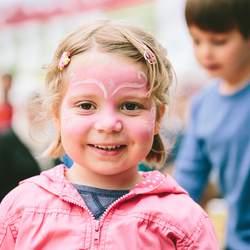 Bereits ab 5 Euro im Monat kann jeder Fördermitglied des Deutschen Kinderhilfswerkes werden.