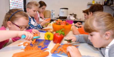 Das Deutsche Kinderhilfswerk setzt sich für eine gesunde Ernährung von Kindern ein.