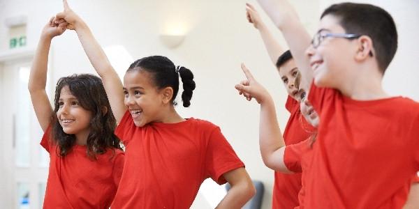 Mit dem neuen Fortbildungsangebot Kinder & Kultur unterstützt die Stiftung Kinderland Baden-Württemberg in Kooperation mit dem Deutschen Kinderhilfswerk Kommunen beim Auf- und Ausbau kultureller Bildungsangebote für Kinder.