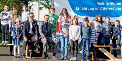 """Beim Projekt """"Mobile Aktion Ernährung und Bewegung"""" (MAEB) des Deutschen Kinderhilfswerkes, gefördert durch die ALDI Nord Stiftungs GmbH, erlernen Kinder und Jugendliche spielerisch Grundlagen einer gesunden und nachhaltigen Ernährung ebenso wie die Freude an Bewegung."""
