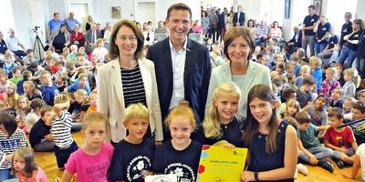 Deutsches Kinderhilfswerk zeichnet mit Bundesfamilienministerin Dr. Barley Schloss-Ardeck-Grundschule in Gau-Algesheim als Kinderrechteschule aus