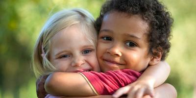 Geben Sie Kindern eine Stimme und helfen Sie bedürftigen Kindern mit Ernährungs-, Sport- oder Bildungsprojekten.