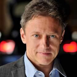 Der Schauspieler Axel Pape unterstützt das Deutsche Kinderhilfswerk unter anderem mit Verkaufsaktionen für hilfsbedürftige Kinder.