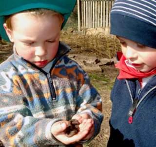 Spielen ist ein Grundbedürfnis von Kindern. Deswegen setzt sich das Deutsche Kinderhilfswerk für geeignete öffentliche Räume und freie Zeit zum Spielen und Erholen ein.