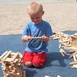 Spielen ist ein Grundbedürfnis von Kindern! Spielen ist für Kinder so wichtig wie Schlafen, Essen oder Trinken. Der Weltspieltag erinnert an die Wichtigkeit des Spielens. Erinnern Sie mit! Helfen Sie, die kostenlosen Spielaktionen am Weltspieltag zu finanzieren. Jede Spende verhilft Kindern ein Stück zu ihrem Recht auf Spiel!