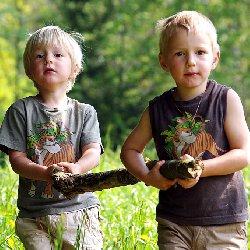 """Das Deutsche Kinderhilfswerk fordert gemeinsam mit seinem Partner """"Bündnis Recht auf Spiel"""", dass bei Kitaneubauten immer eine ausreichend große Außenfläche eingeplant wird."""