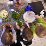 Wir fördern Ernährungsprojekte für Kinder, um ihnen ein gesundes Aufwachsen zu ermöglichen.