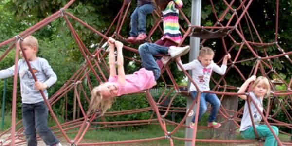 Das Deutsche Kinderhilfswerk kooperiert mit transparenten Einkaufsspendenportalen, die gleichzeitig eine riesige Auswahl bereithalten. Machen Sie Ihr nächstes Online-Shopping zu einer Hilfsaktion für Kinder – kaufen Sie einfach bei unseren Kooperationspartnern ein!