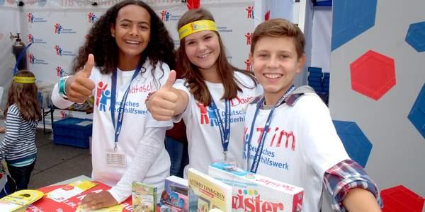 Das Deutsche Kinderhilfswerk fordert eine Absenkung der Wahlaltersgrenze zunächst auf 16 Jahre, danach auf 14 Jahre.