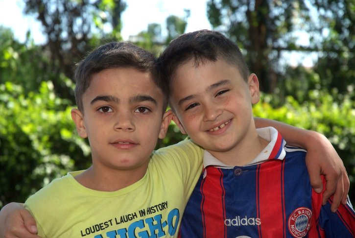 Integration von geflüchteten Kindern und Jugendlichen in Deutschland gelingt durch Kontakte zu Einheimischen. Kultur und Gepflogenheiten kennenzulernen erleichtern das Einleben.