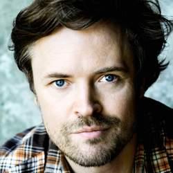 Der Schauspieler unterstützt seit 2009 das Deutsche Kinderhilfswerk und arbeitet eng mit dessen Kinder- und Jugendbeirat zusammen.