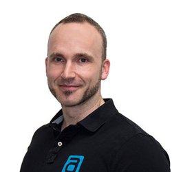 Elmar Schumacher, Geschäftsführer aerobis fitness GmbH, spendet über seine Firma für das Deutsche Kinderhilfwerk.