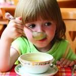 Kinderarmut und Ernährung: Eine gesunde Ernährung und Bewegung sind wichtige Grundlagen für ein gesundes Aufwachsen von Kindern und Jugendlichen. Dabei ist das Ernährungsverhalten, das wesentlich im Kindesalter erlernt wird, ein zentraler Bestandteil eines gesunden Lebensstils.