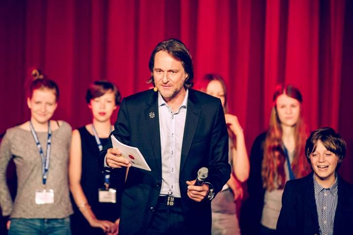 Mit viel Engagement und tatkräftiger Unterstützung des Deutschen Kinderhilfswerkes setzt sich Ingo Dubinski für Kinder in Deutschland ein.