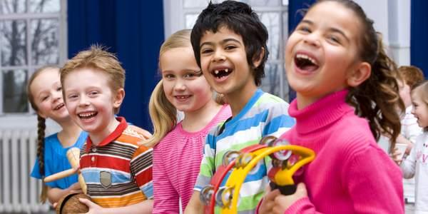 Seit über 40 Jahren schafft das Deutsche Kinderhilfswerk bessere Lebensbedingungen für Kinder in Deutschland. Wir helfen Kindern und ihren Familien, die in Armut leben. Und wir setzen uns deutschlandweit dafür ein, dass die Kinderrechte beachtet und aktiv gelebt werden – in der Gesellschaft genau so wie in der Politik.