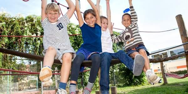 Rund 13 Millionen Kinder leben in Deutschland. Sie alle sind eigenständige Persönlichkeiten, die voller Neugierde und Kreativität die Welt erkunden. Und die mitreden möchten, wenn es um sie selber geht. Helfen wir ihnen dabei.