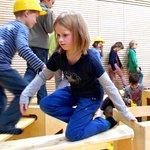 Mit der Bewegungsbaustelle werden Kinder zu kleinen Handwerkern, Mathematikern, Sportlern, Architekten, Künstlern und Diplomaten - und haben Spaß dabei!