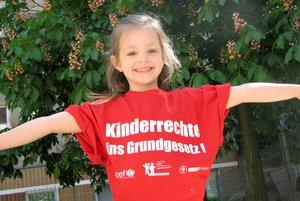 Das Aktionsbündnis tritt für die Verankerung der Kinderrechte ins deutsche Grundgesetz ein, um so die Position der Kinder zu stärken.
