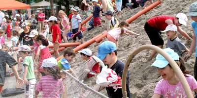 """Der Weltspieltag am 28. Mai: In Deutschland initiiert das Deutsche Kinderhilfswerk jedes Jahr gemeinsam mit dem Bündnis """"Recht auf Spiel"""" bundesweit Aktionen im öffentlichen Raum, natürlich alle kostenfrei."""