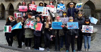 """Die """"Kulturbotschafter"""" der Friedensreich Hundertwasser Sekundarschule aus Münster-Roxel haben den Kinderrechte-Wettbewerb des Deutschen Kinderhilfswerkes gewonnen."""