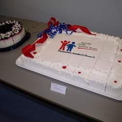 Mit mehreren Kuchenverkäufen im Dezember 2014 hat die Firma Kaiser+Kraft insgesamt 1.000 Euro gesammelt, um einen Kinderkochkurs für 20 Kinder zu finanzieren.