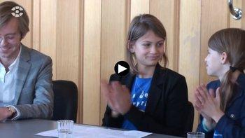"""Die Kinderreporterinnen des Deutschen Kinderhilfswerkes Annika und Finja beschäftigt das Thema """"Zwangsentmietung"""", bei dem Vermieter Mietern die Wohnung kündigen, um das Haus teuer zu verkaufen."""