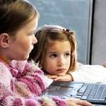 Helfen Sie, dass wir unsere Online-Angebote www.kindersache.de und www.juki.de für Kinder und Jugendliche erhalten und ihnen so eine geschützte Sphäre im Netz bieten können. Mit Ihrer Spende leisten Sie einen Beitrag für sicheres Aufwachsen in einer sich immer schneller wandelnden Welt.