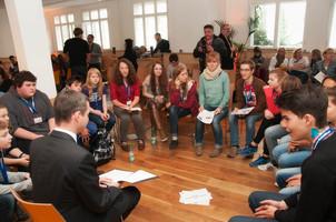 Das Deutsche Kinderhilfswerk fordert, dass die Beteiligung von Kindern und Jugendlichen auf kommunaler Ebene als Pflichtaufgabe bundesweit gesetzlich abgesichert wird.
