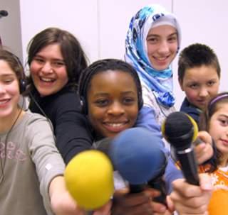 Eine sichere, kritische und selbstbestimmte Mediennutzung ist Voraussetzung für gesellschaftliche Partizipation. Das Deutsche Kinderhilfswerk arbeitet dafür.