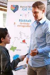 Jeden Mittwoch um 12 Uhr äußern sich Prominente oder Experten der Kinder- und Jugendhilfe mit 1.000 Zeichen zu Kindern. Hier: Manuel Neuer, Fußball-Nationaltorhüter