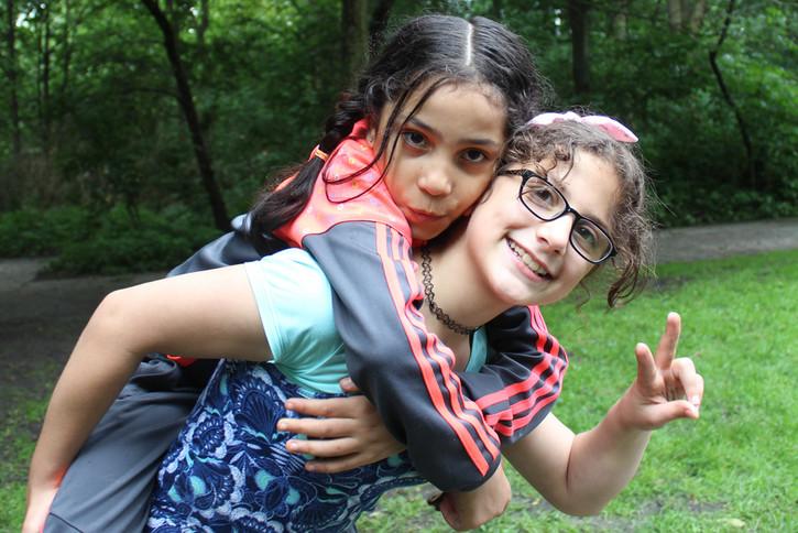 Das Deutsche Kinderhilfswerk hilft geflüchteten Kindern und Jugendlichen bei der Integration in einem für sie unbekannten Land.