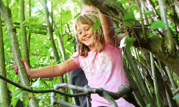 Für mehr kindgerechte Umgebungen: Lasst Kinder draußen spielen!