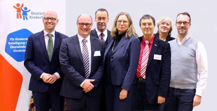 Thomas Krüger, Anne Lütkes, Birgit Schmitz, Volker Fentz, Katja Dörner, Harald Geywitz, Bettina Hagedorn, Susanna Karawanskij, Haimo Liebich und Dr. Peter Tauber bilden den Vorstand des Deutschen Kinderhilfswerkes.